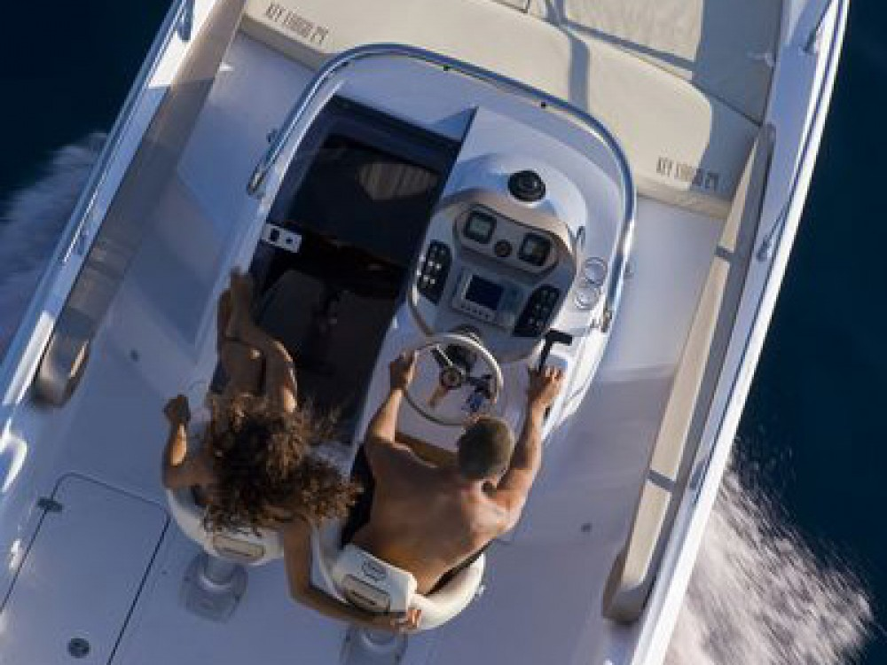 Barca a motore a noleggio La Seyne-sur-Mer al miglior prezzo