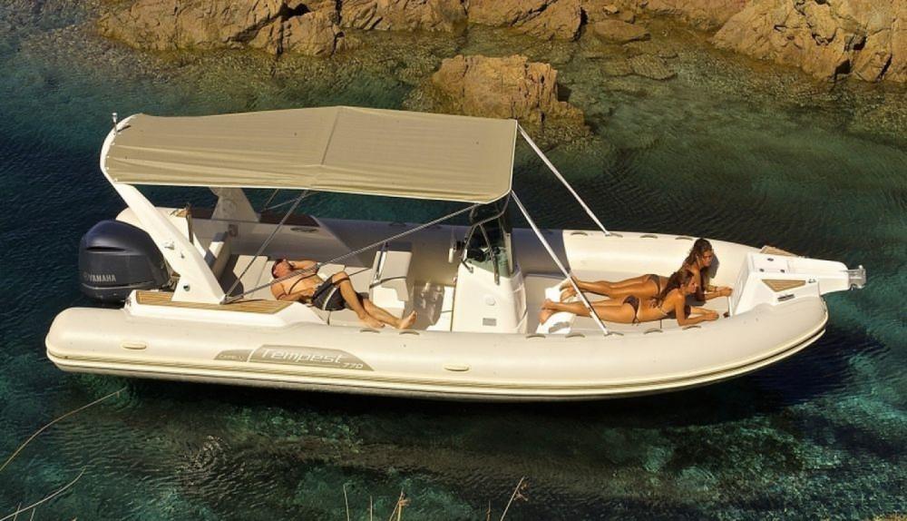 Noleggio barche Capelli Tempest 700  su Samboat