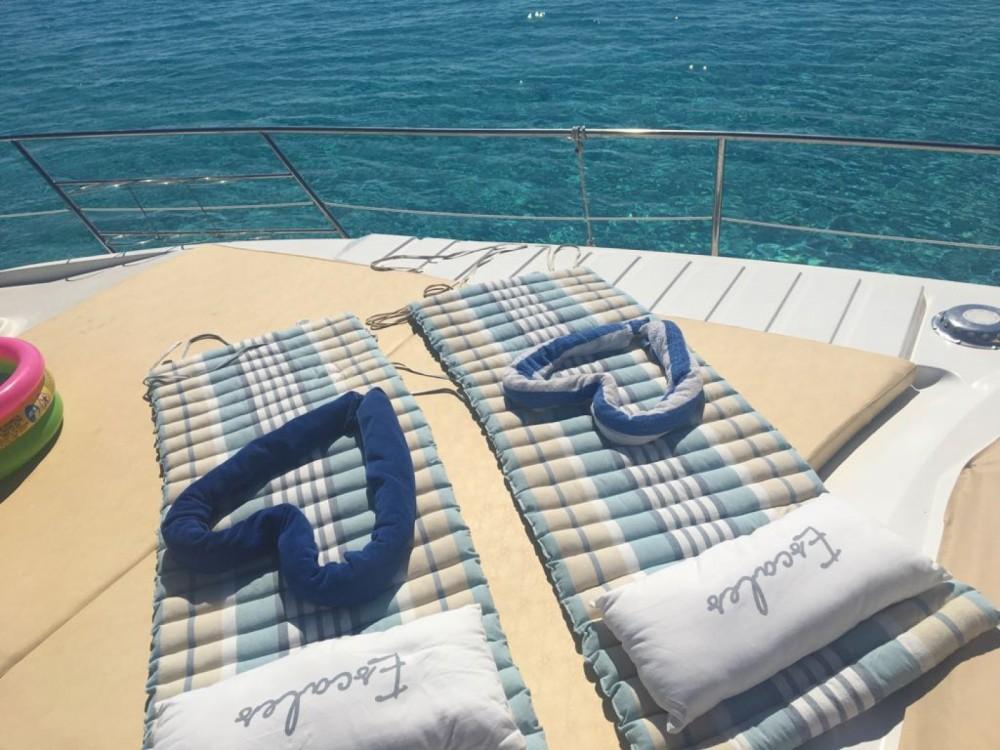 Noleggio barche Azimut Absolute 43 Fly Stintino su Samboat