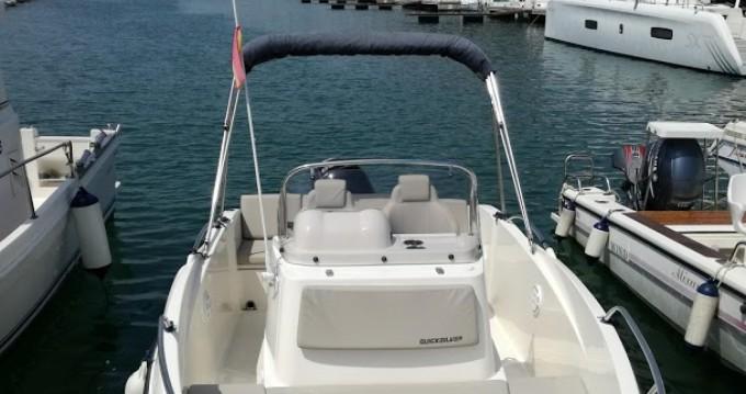 Noleggio yacht a Port Ginesta – Quicksilver Activ 555 Open su SamBoat