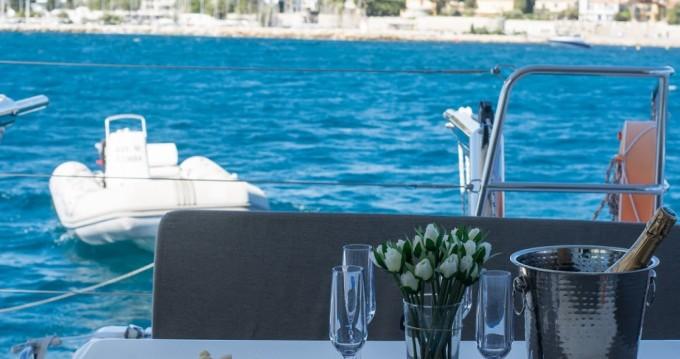 Noleggio Barca a motore con o senza skipper Lagoon a Cannes