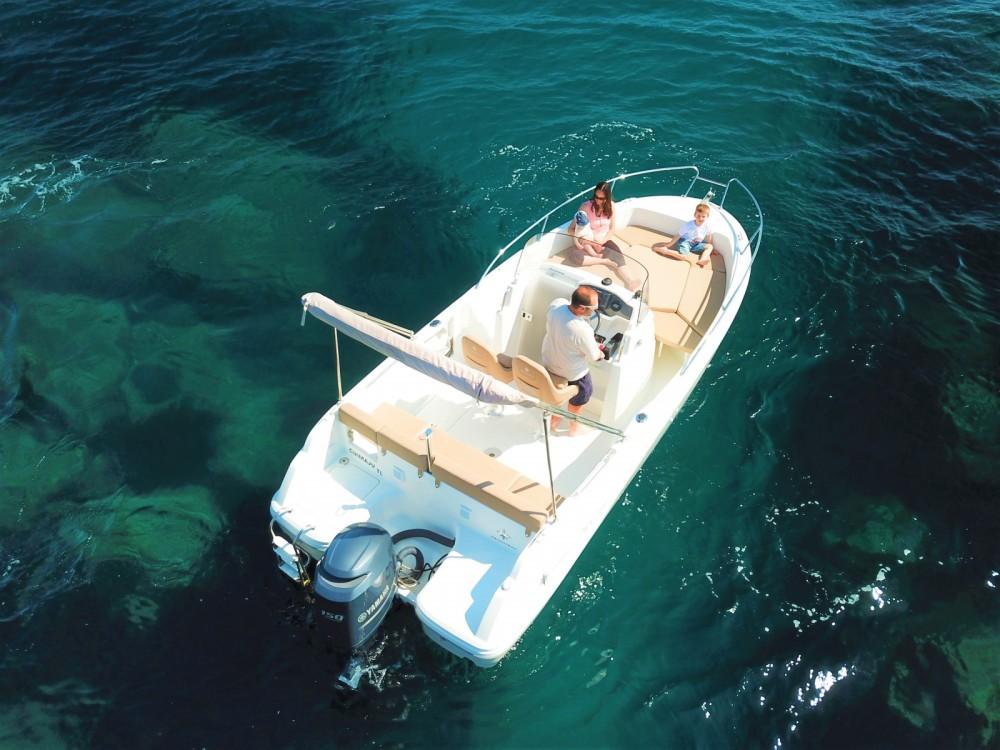 Noleggio yacht Saint-Raphaël - Jeanneau Cap Camarat 6.5 CC su SamBoat