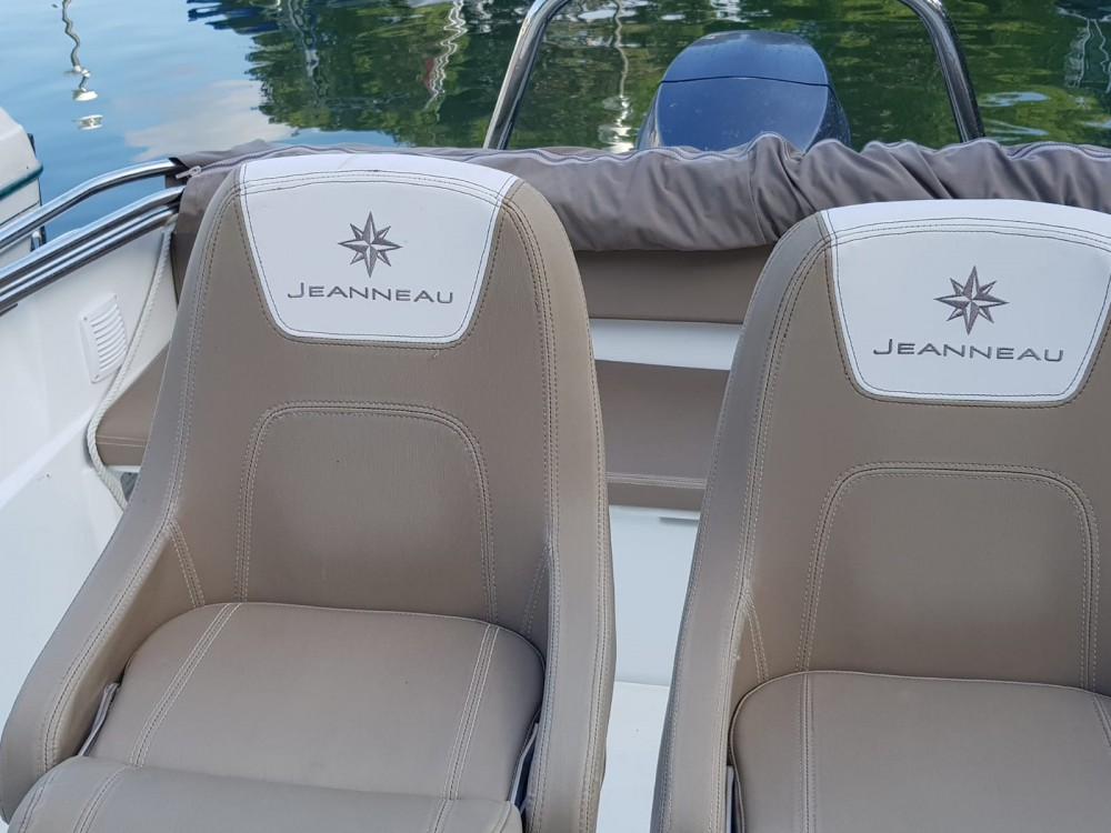 Noleggio barche Jeanneau Cap Camarat 5.5 CC Serie 2  su Samboat