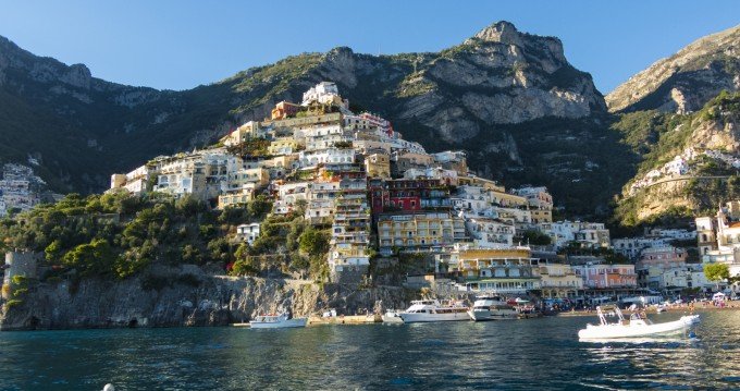 Noleggio Barca a motore a Salerno – Chris Craft Commander 31