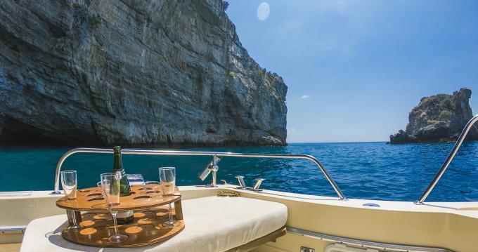 Noleggio barche Salerno economico Commander 31
