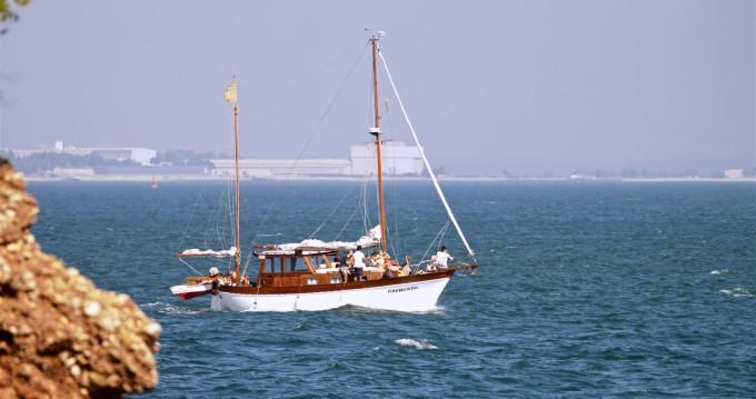 Noleggio yacht a Distrito de Setúbal – Mallorquina  motor-sailing su SamBoat