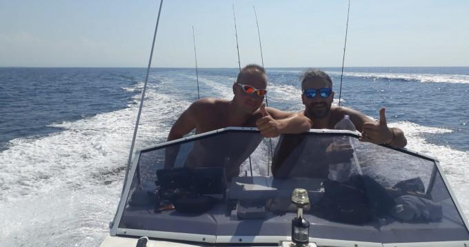 Noleggio Barca a motore a Livorno – vegliatura off mare