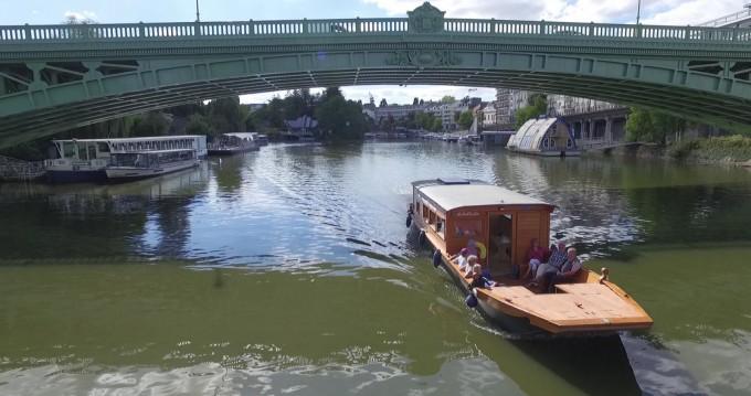 Noleggio Houseboat Custom Made con patente nautica