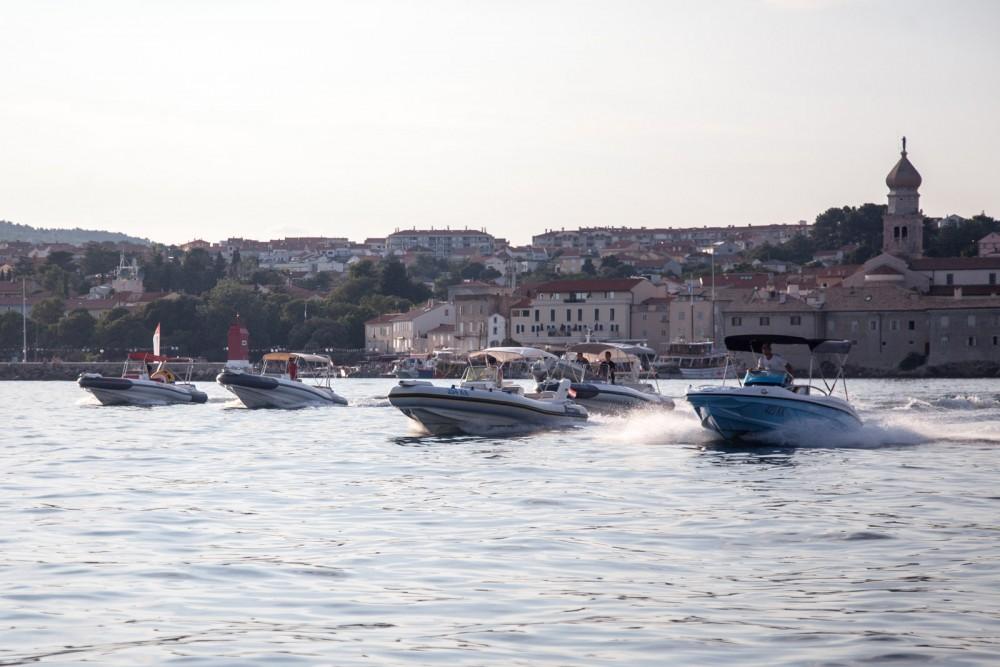 Noleggio Barca a motore con o senza skipper Rancraft Veglia