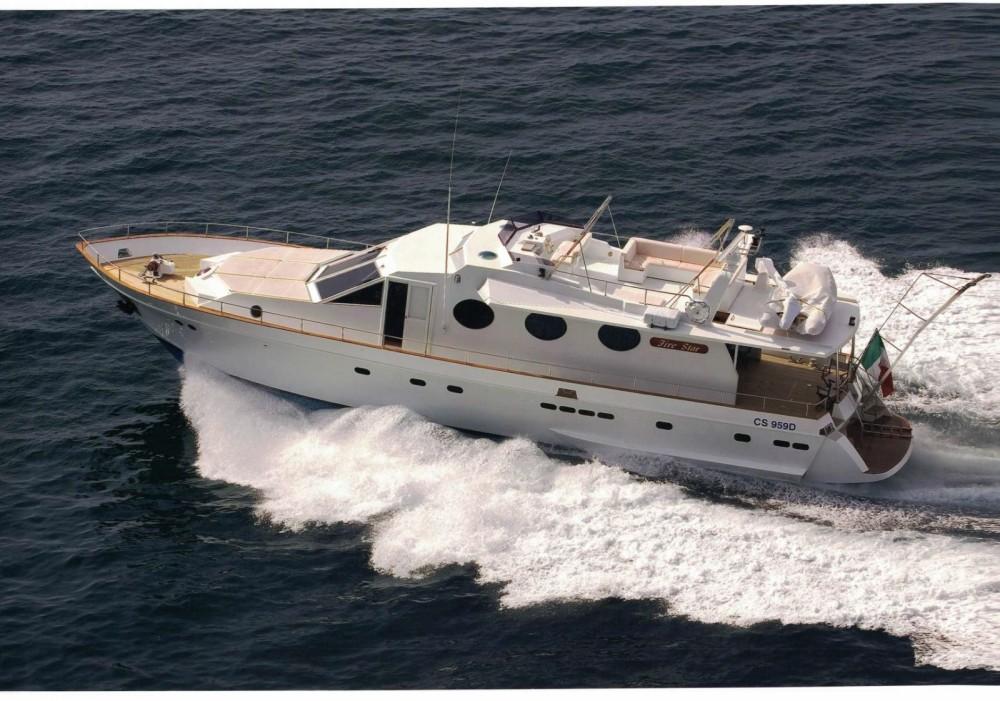 Noleggio Yacht con o senza skipper Cantieri navali di Chiavari Castellammare di Stabia
