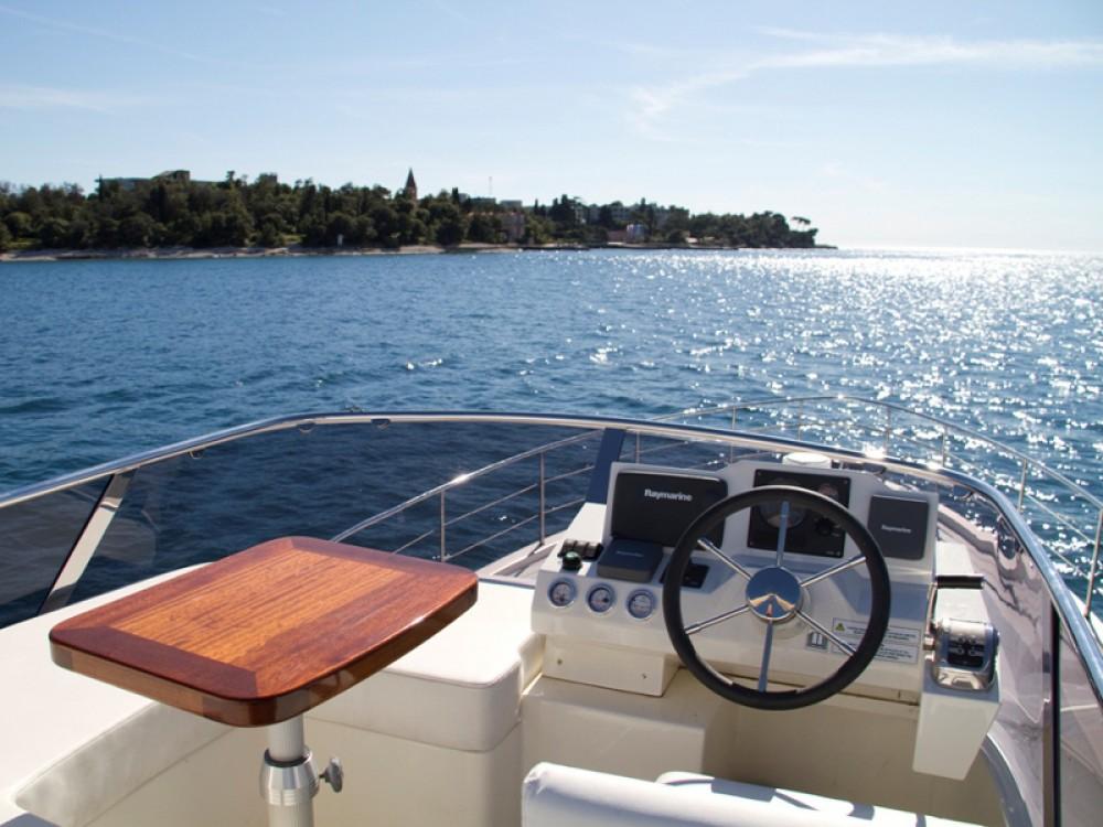 Noleggio barche Cyrus Cyrus 13.8 Flybridge ACI Marina Rovinj su Samboat