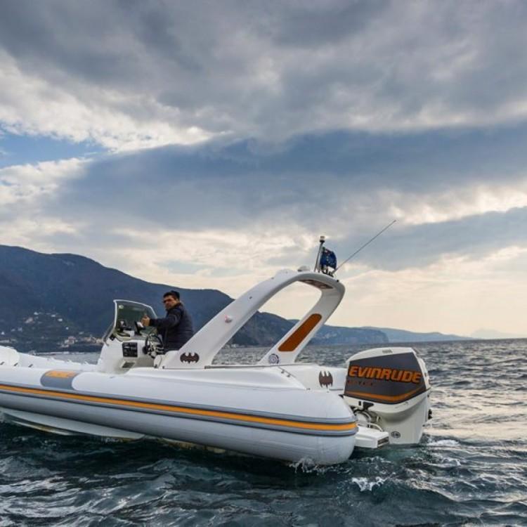 Noleggio Gommone con o senza skipper THUNDER Castellammare di Stabia