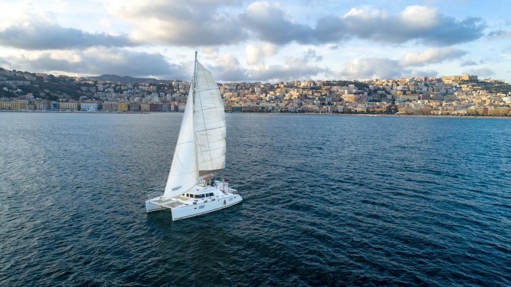 Catamarano a noleggio Napoli al miglior prezzo