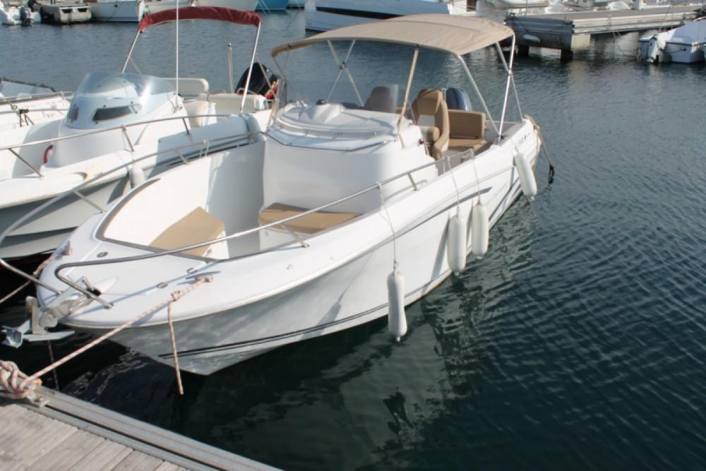Noleggio barche Jeanneau Cap Camarat 7.5 Style Propriano su Samboat