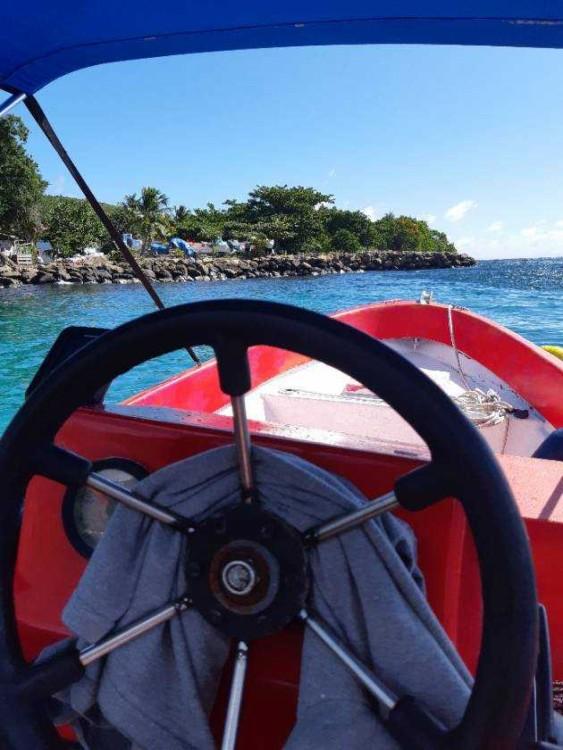Barca a motore a noleggio Les Anses-d'Arlet al miglior prezzo