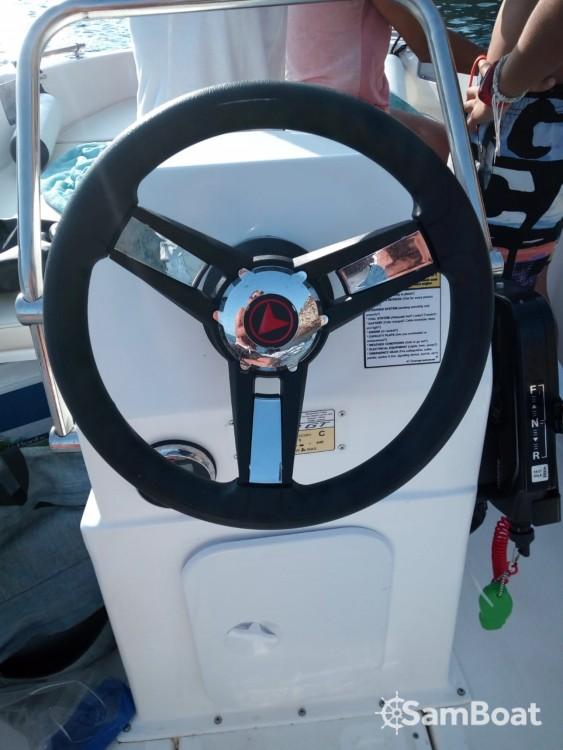 Noleggiare un'compass Compass 400 Santa Eulària des Riu