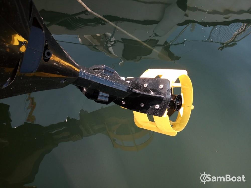 Barca a motore a noleggio Santa Eulària des Riu al miglior prezzo