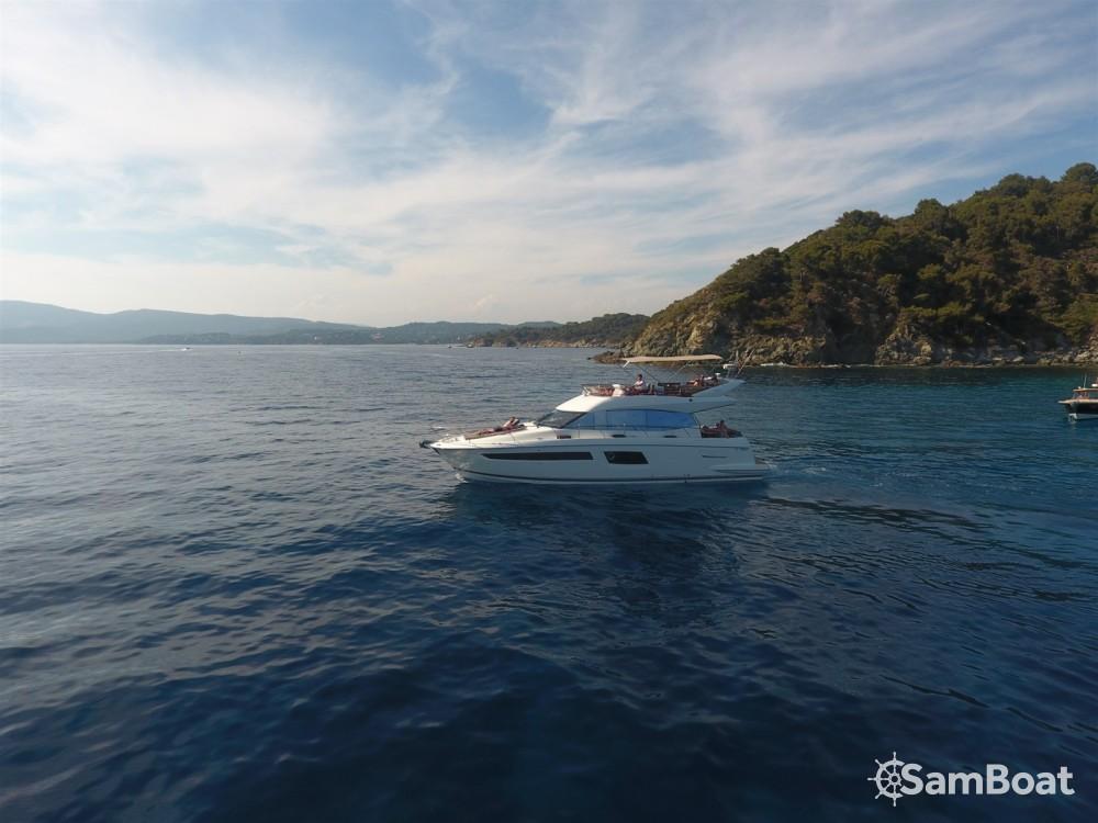 Noleggio Barca a motore Prestige con una patente