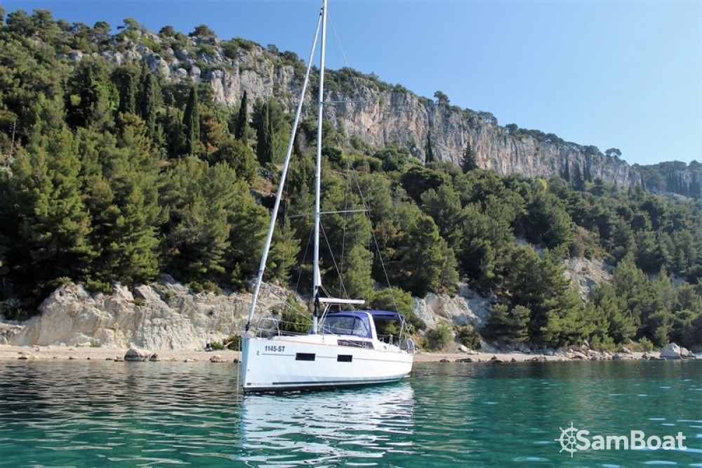 Noleggiare un'Bénéteau Oceanis 35 Cruiser Spalato