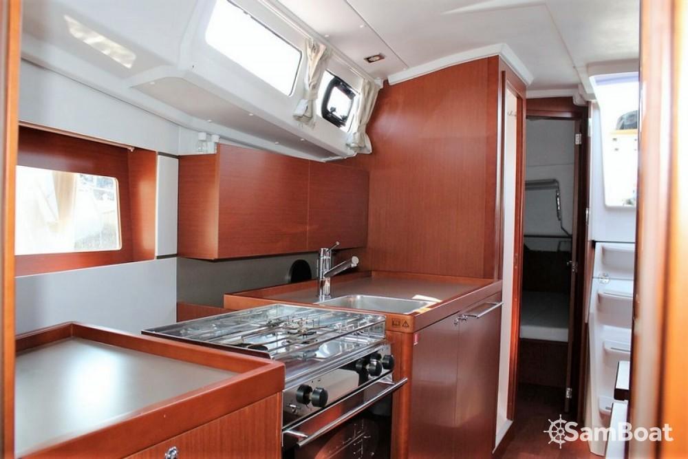 Bénéteau Oceanis 35 Cruiser tra personale e professionale Spalato