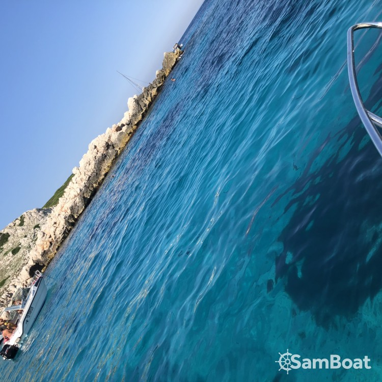 Noleggio barche Marsiglia economico Quicksilver 675 Activ Sundeck
