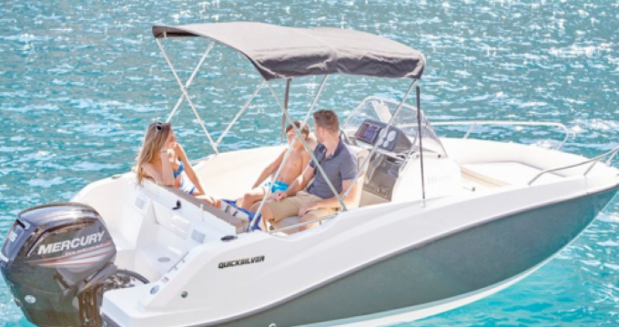 Barca a motore a noleggio a Puerto Alcocéber al miglior prezzo
