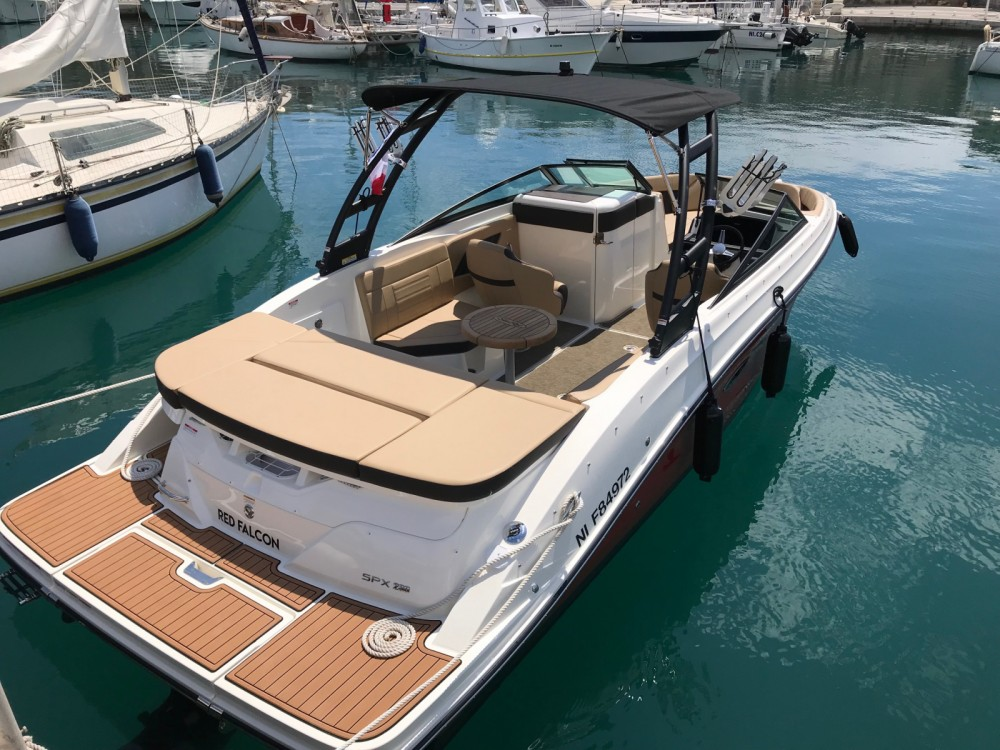 Sea Ray SPX 230 tra personale e professionale Antibes