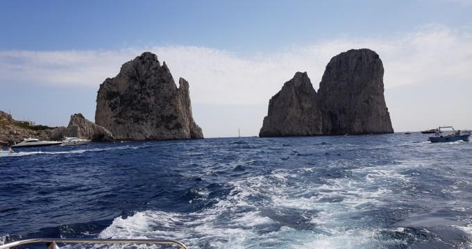 Barca a motore a noleggio a Positano al miglior prezzo
