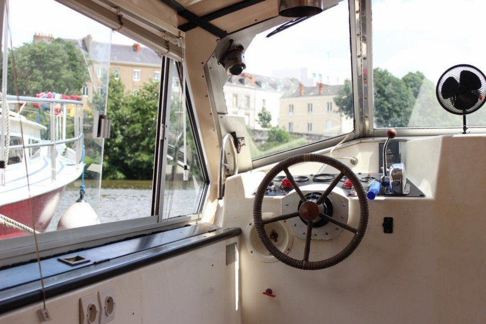 Noleggiare un'Connoisseur C1135 Nantes
