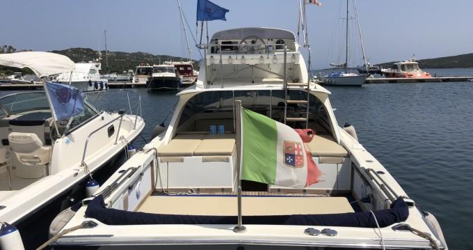 Noleggio Barca a motore Bertram con patente nautica