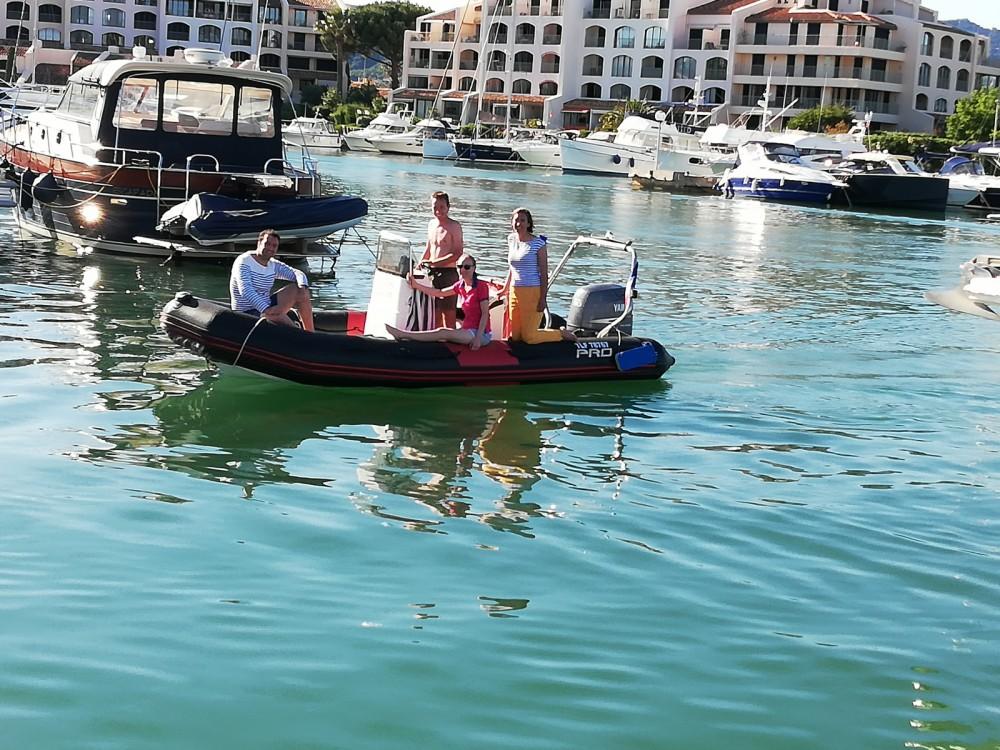 Noleggio barche Zodiac Pro 12 Man Cogolin su Samboat