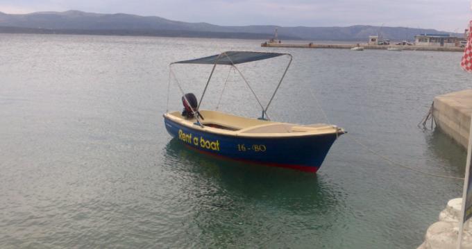Beach boat Mila tra privati e professionisti a Bol