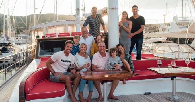Barca a vela a noleggio a Lu Canniscioni al miglior prezzo