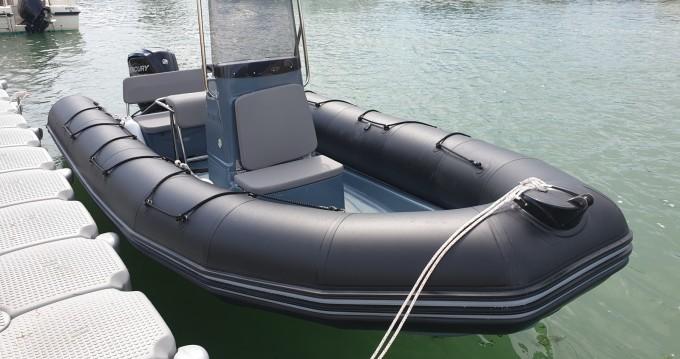 Noleggio yacht a La Flotte – Bombard Explorer 600 su SamBoat