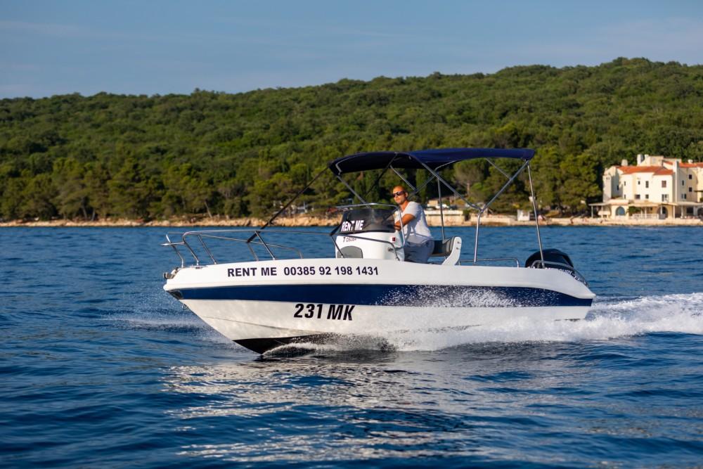 Barca a motore a noleggio Malinsca al miglior prezzo