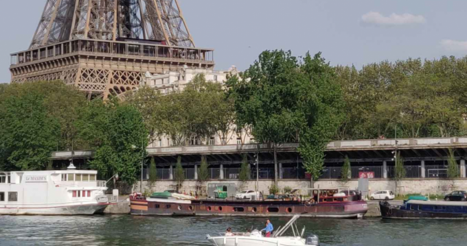 Noleggiare una Jeanneau Cap Camarat 6.5 CC Serie 3 a Paris