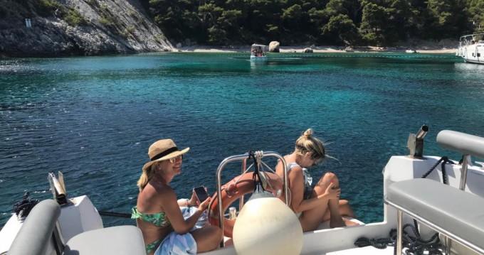 Barca a motore a noleggio a Lesina al miglior prezzo