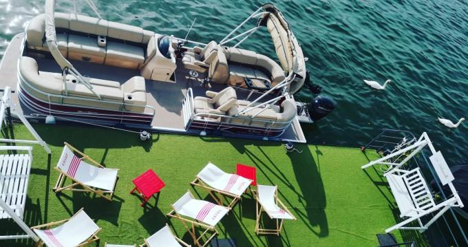Noleggiare una Suntracker Party Barge 24 a Paris