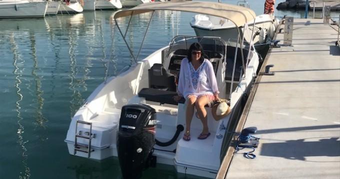 Barca a motore a noleggio a La Azohía al miglior prezzo