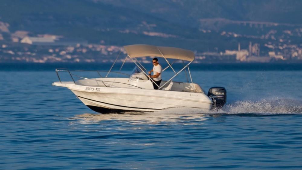 Noleggio barche Traù economico Cap Camarat 555