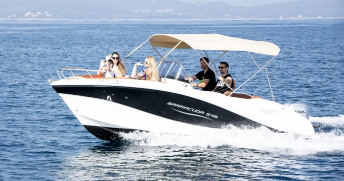 Noleggiare un Okiboats Barracuda 545 Open Zara