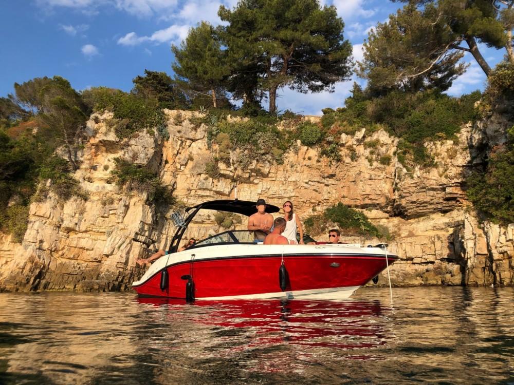 Noleggio yacht Antibes - Sea Ray SPX 230 su SamBoat