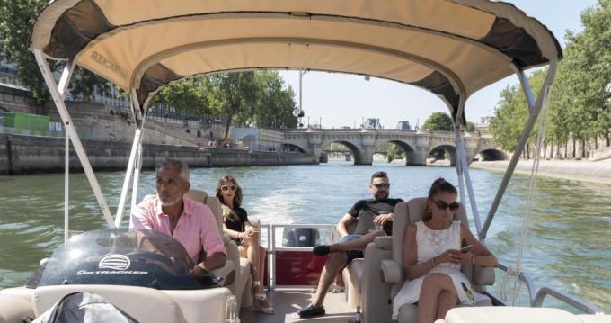 Suntracker Party Barge 24 tra privati e professionisti a Paris