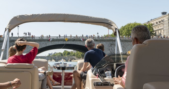 Noleggiare un Suntracker Party Barge 24 Parigi