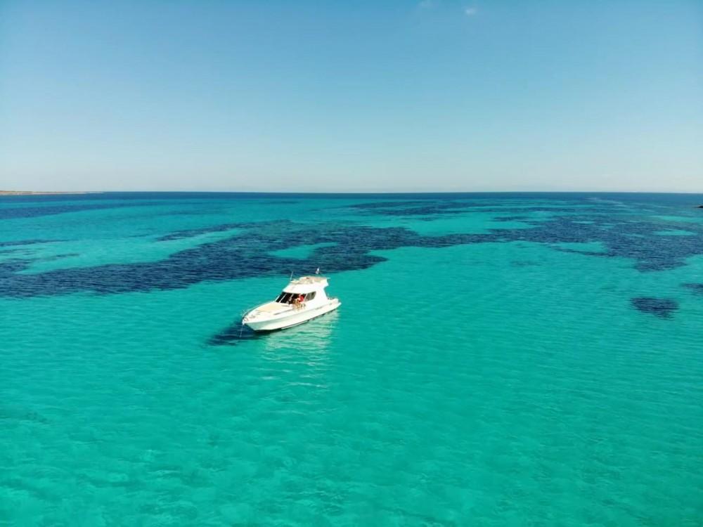 Noleggio Barca a motore con o senza skipper Azimut Stintino