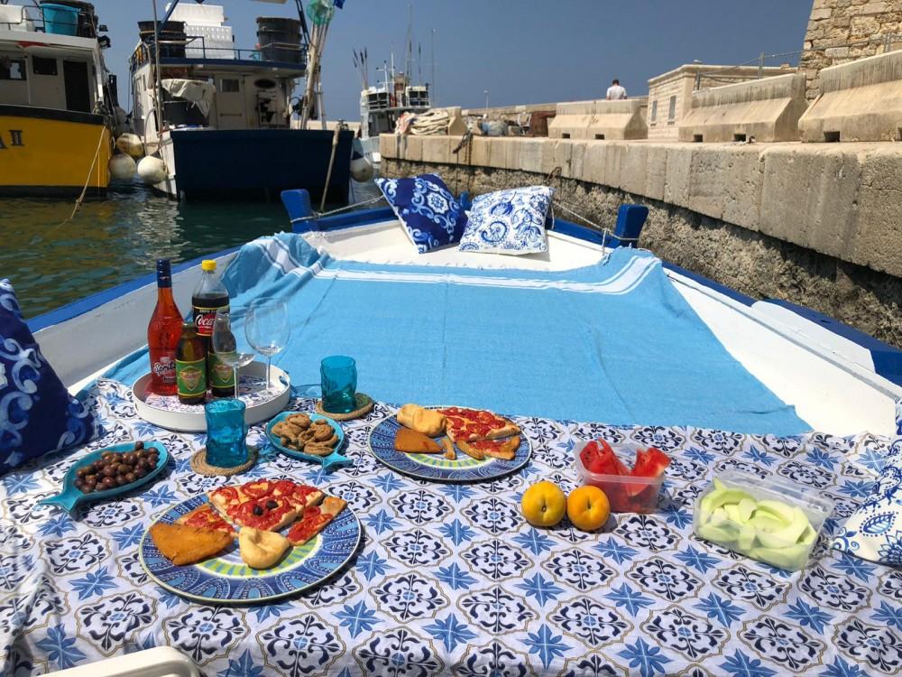 Noleggio Barca a motore con o senza skipper Cantiere Navale Monopoli Monopoli