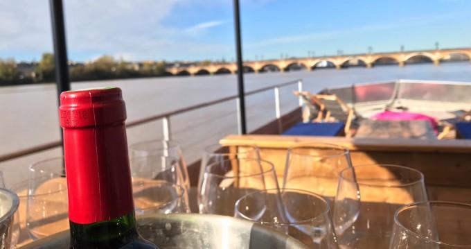 Barca a motore a noleggio a Bordeaux al miglior prezzo