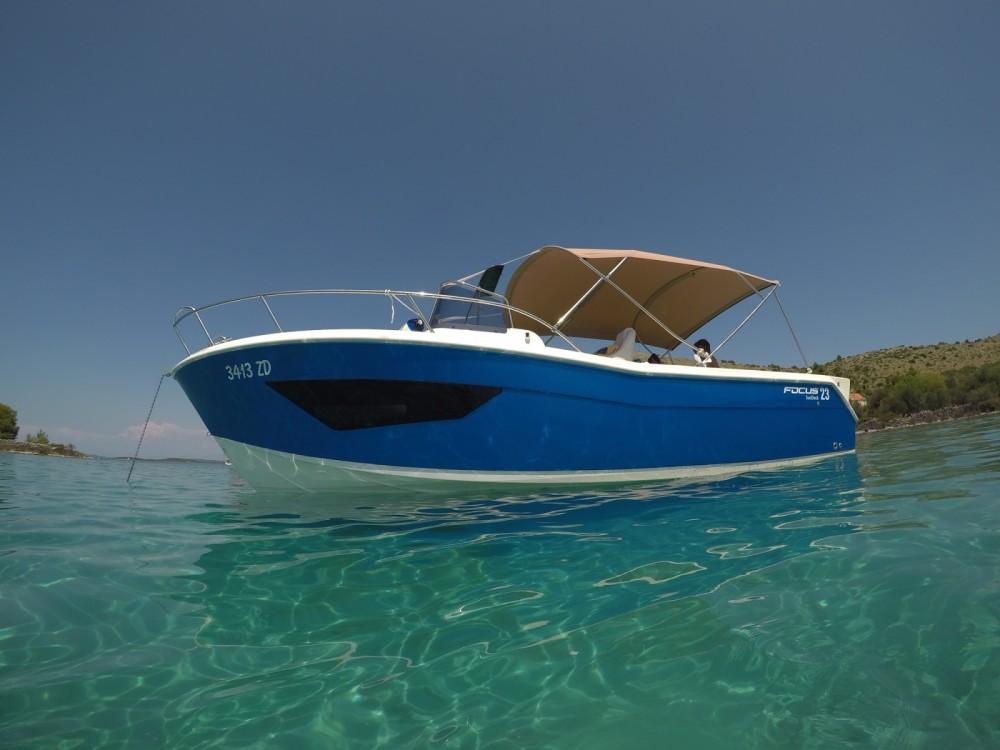 Barca a motore a noleggio Općina Bibinje al miglior prezzo