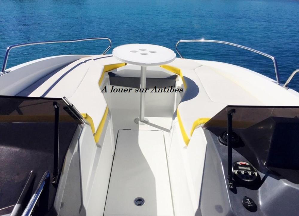Noleggio Barca a motore con o senza skipper Bénéteau Antibes