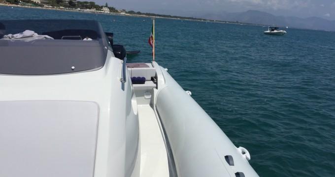 Noleggio Gommone Italiamarine con patente nautica